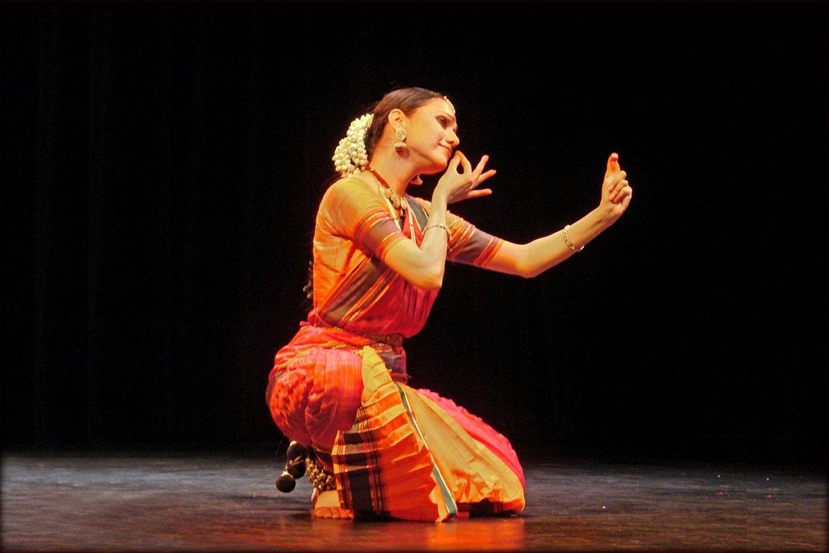 Danse, mise en forme, introduction à l'hindouisme à travers la danse, art indien.